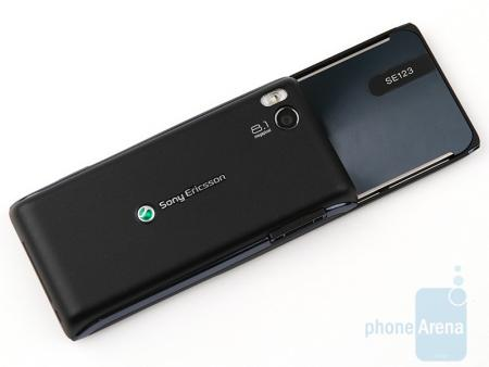 Sony Ericsson Aino showing camera