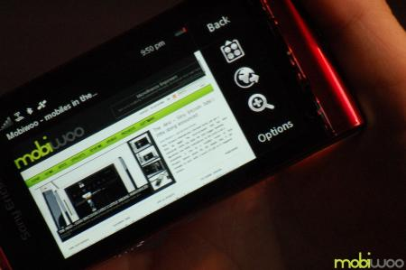 Sony Ericsson Satio showing web browsing