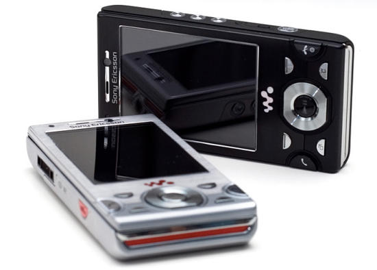 Sony Ericsson W995 Walkman review in black and silver