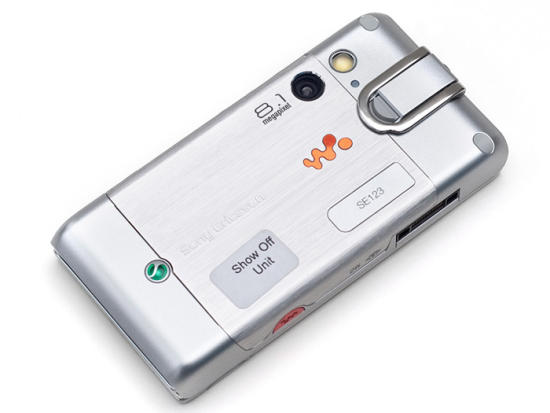 Sony Ericsson W995 showing camera