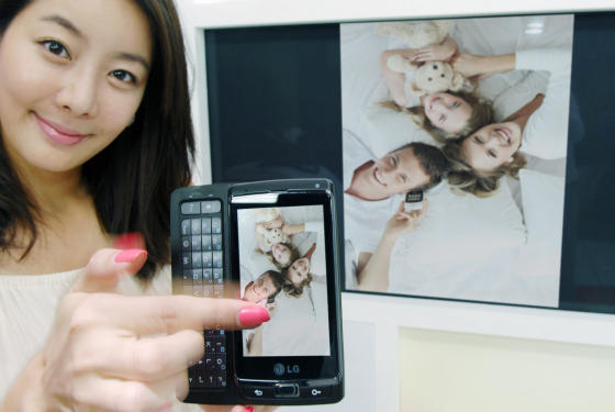 LG Optimus 7 and media sharing