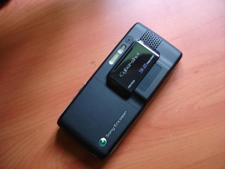Sony Ericsson K800i CyberShot camera phone showing camera